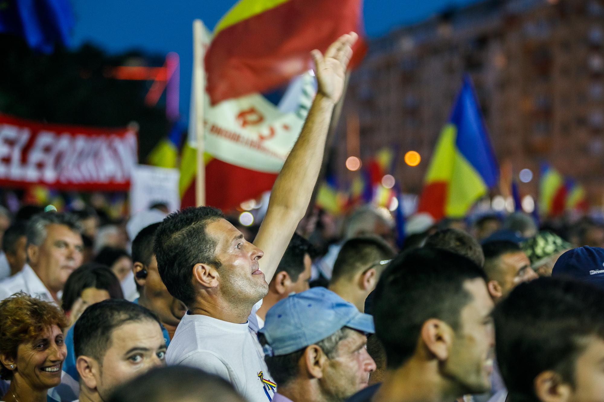 MELE - Cine va pierde de pe urma mitingului PSD-ALDE - Pagina 2 1528636121198-miting-psd-9-iunie-166