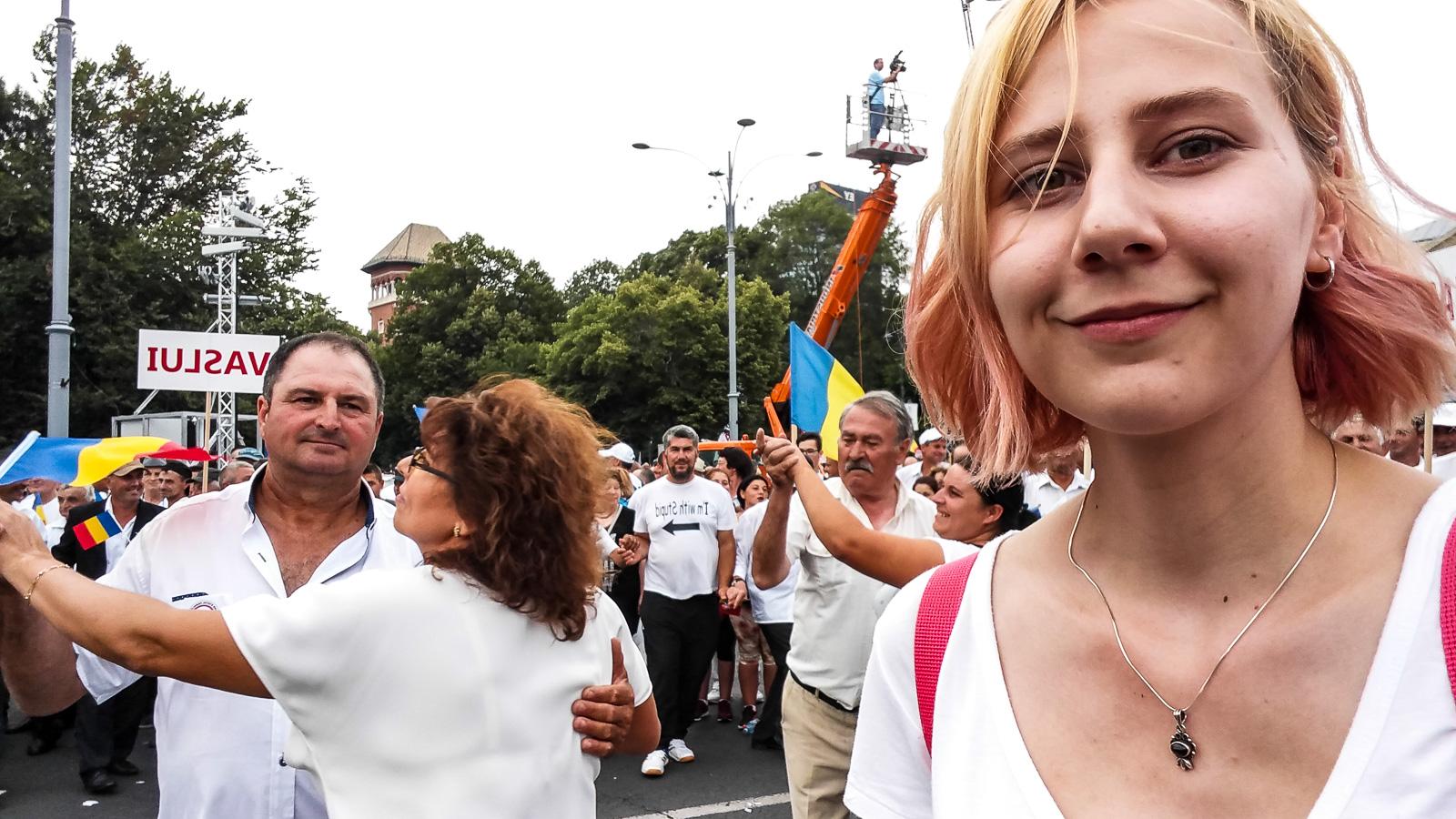Dragnea - Cine va pierde de pe urma mitingului PSD-ALDE - Pagina 2 1528640649156-Miting-PSD-oamenii-din-Vaslui-16