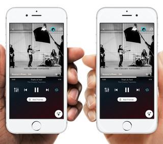 zwei iPhones mit der AmpMe-App