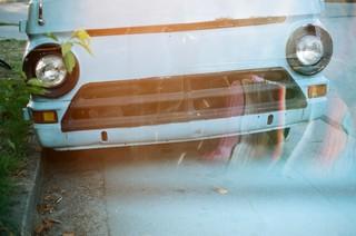 Die Vorderfront eines alten Autos