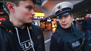 Screenshot des YouTube-Videos von Felix von der Laden mit der Bundespolizei