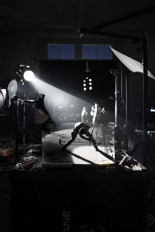 The-Clash-Gitarrist Paul Simonon zerstört seine Gitarre