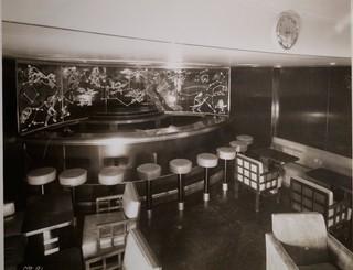 Eine verzierte Bar an Bord der S.S. America