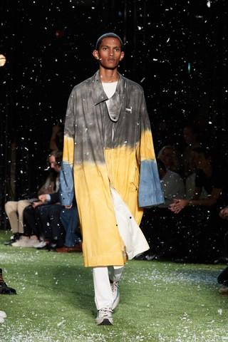 Model on catwalk for Virgil Abloh's OFF-WHITE spring/summer 19 show
