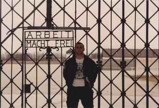 1529591436487-ArbeitMachtFrei-gate-Dachau-1992-1