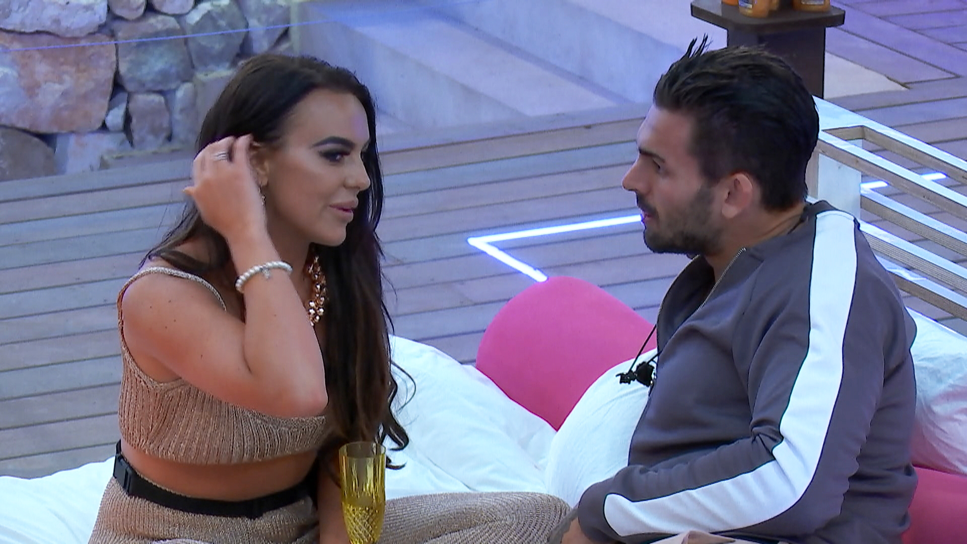 4630595819a8 We Compared the British and Australian  Love Island  - VICE