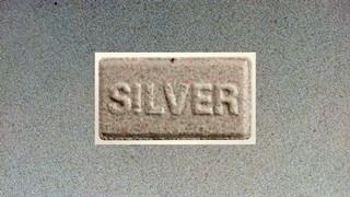 1530891676572-graue-silver