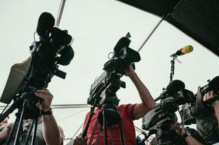 Fernsehkameras filmen Andreas Scheuer