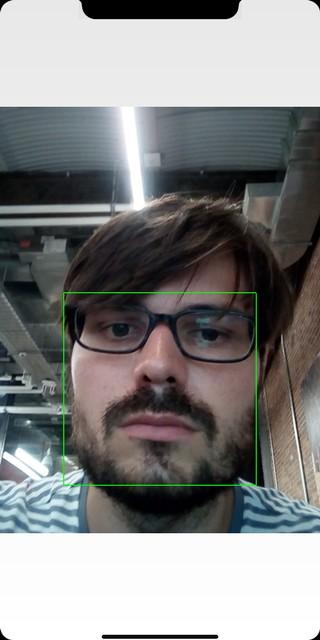 Bei der Gesichtserkennung erscheint ein grüner Kasten, der das Gesicht einrahmt.