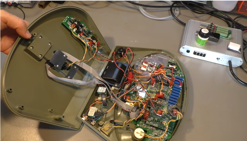 What's Inside a $5,000 Scientology E-Meter?