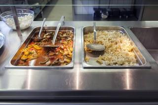 Essensbehälter in einer Kantine