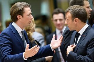 Sebastian Kurz und Emmanuel Macron diskutieren und gestikulieren.