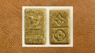 1534154083106-ecstasy-pille-beige-gold-louis-vitton