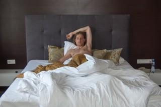 1534760648614-bed-goud-man-Moldavie