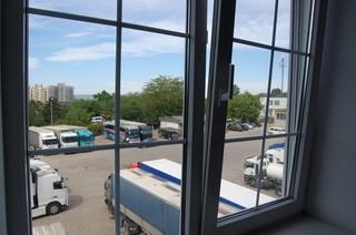 1534760672644-uitzicht-hotel-vrachtwagens