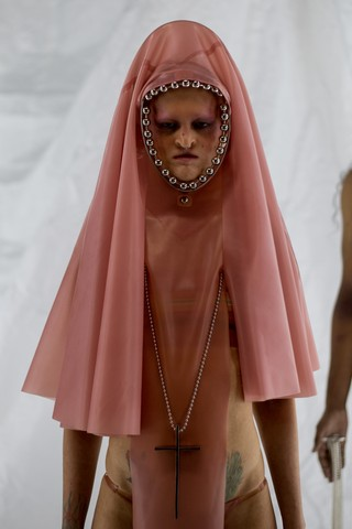 gioielli-chris-habana-primavera-estate-19-collezione-immagini-melanie-gaydos-velo-lattice-modella