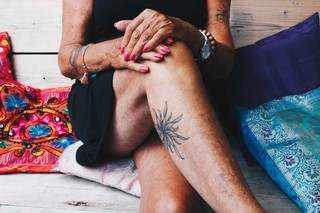 tattoos op oude vrouw