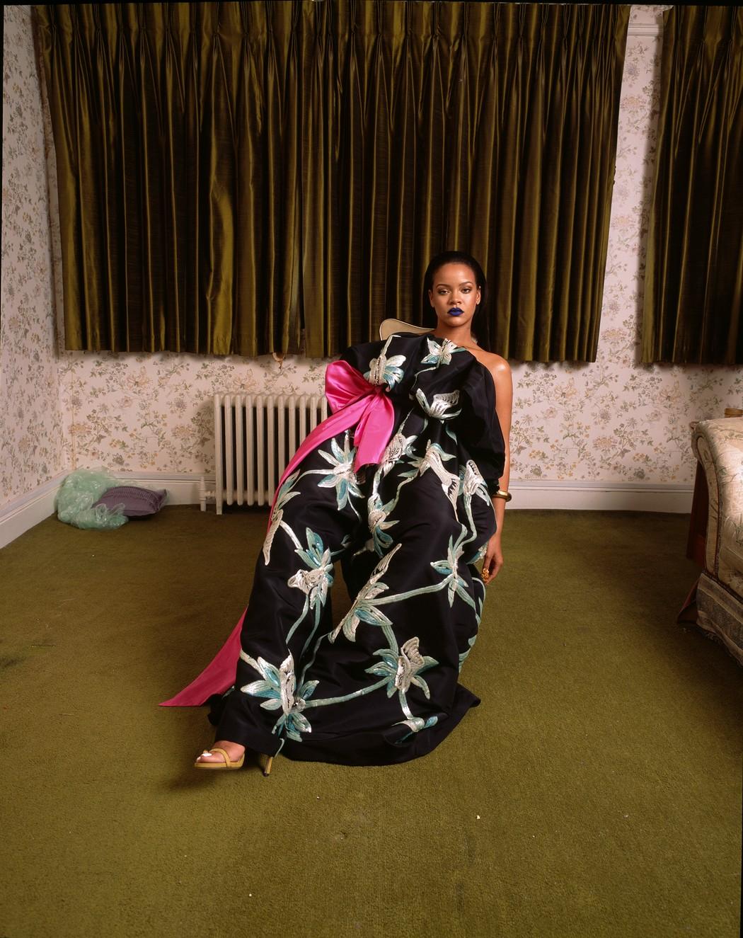 [Image: 1535978781404-Rihanna-by-Deana-Lawson-2....ize=1050:*]