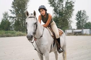 Alia-Youssef-the-sisters-project-moslim-vrouw-paardrijden