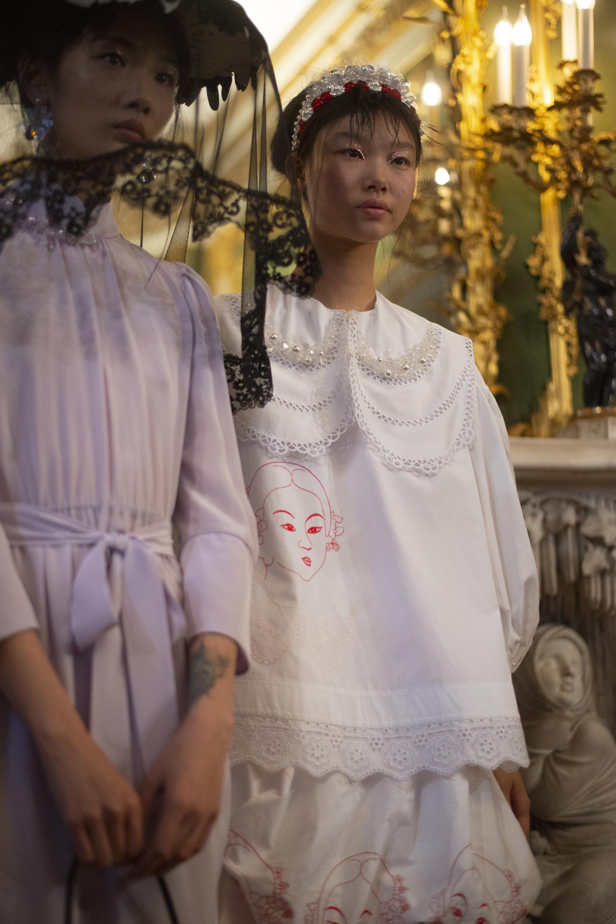 Simone Rocha S Spring Summer 19 London Fashion Week 2018 Show Personal Playful Femininity At London Fashion Week I D