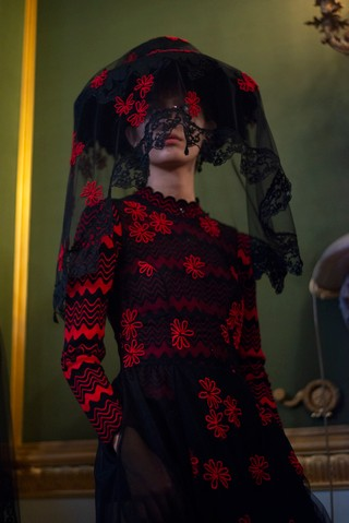 Simon Rocha London Fashion Week spring/summer 2019 black and red veil hat