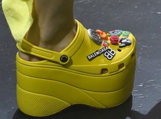 1537361275525-crocs