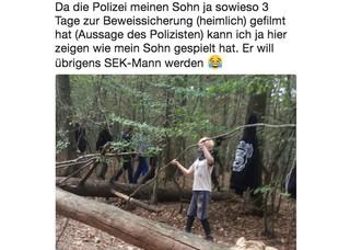 Screenshot eines Tweets auf dem ein Junge mit Halstuch einen langen Ast in einem Wald hochhält