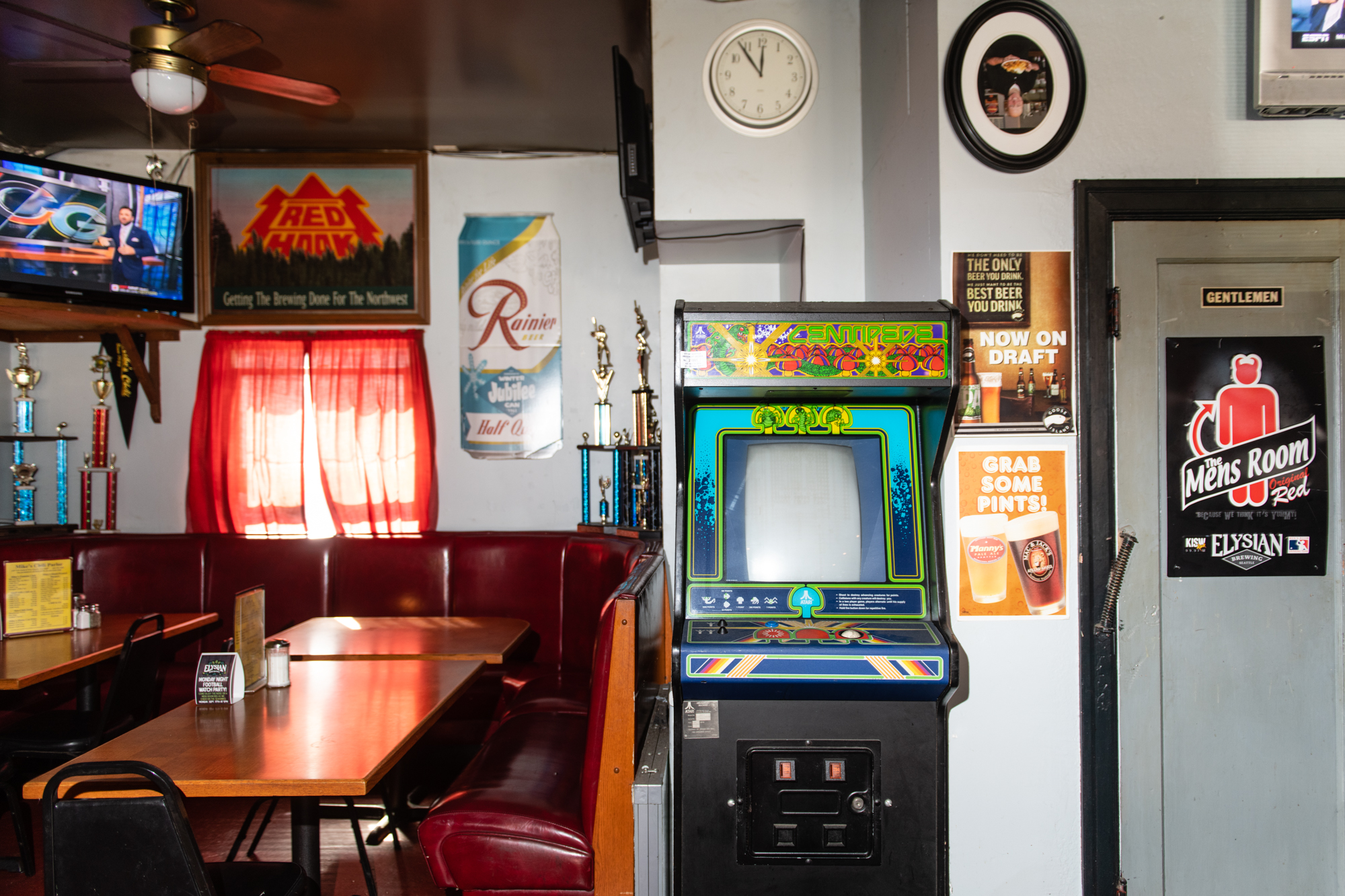 Seattles Best Dive Bars: Drinking & Diving in the Emerald City