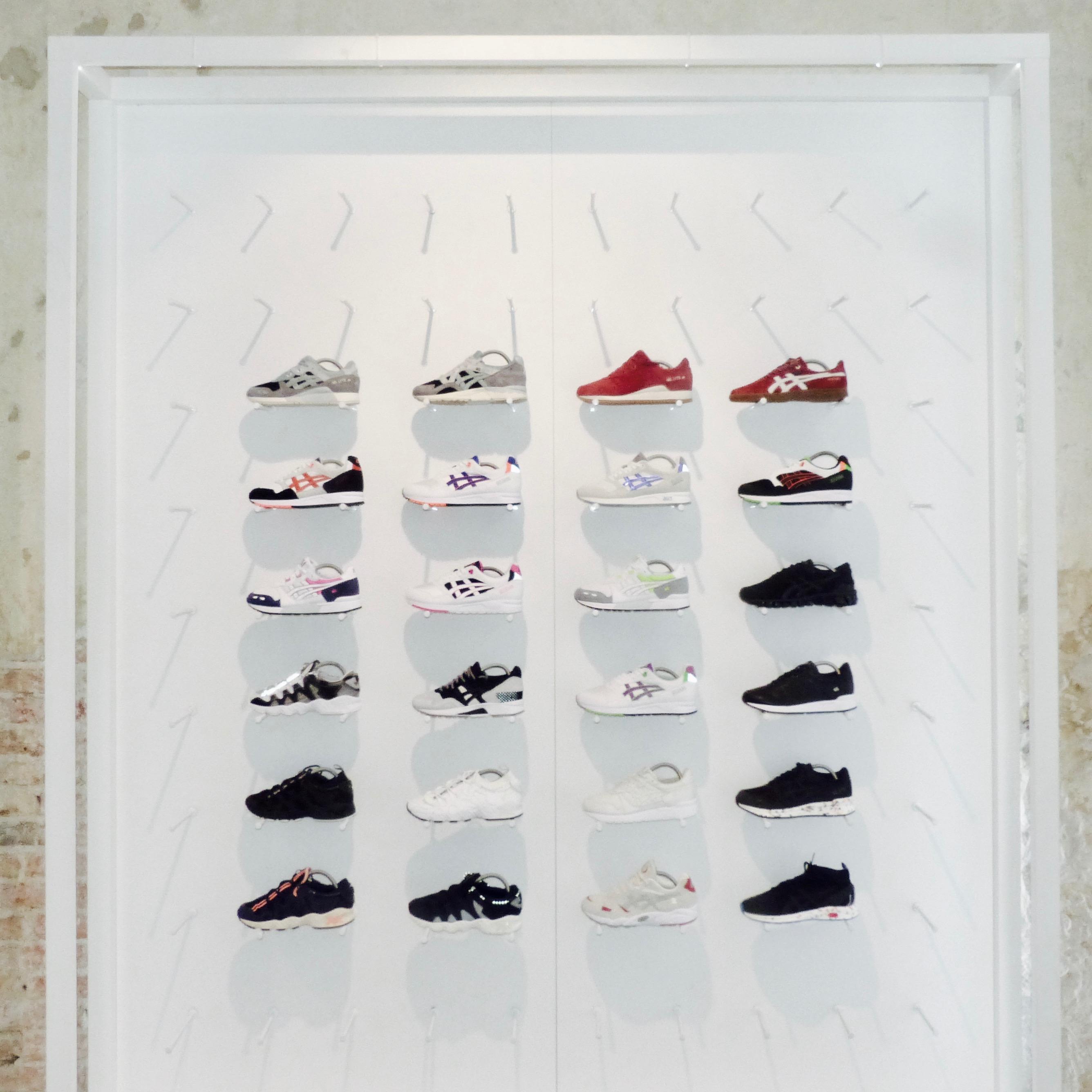 47fbe4b74ade9 Ja nie mam ich dużo. Z racji tego, gdzie pracuję i jak często widzę buty,  kiedy nowe i stare modele wciąż przewijają mi się przed oczami, szukam  czegoś ...