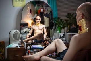 Thomas-Dhanens-Blush-Sink-the-Pink-londen-drag-spiegel
