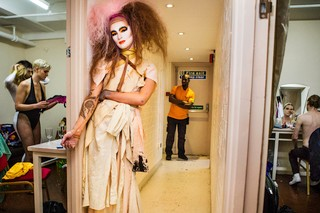 Thomas-Dhanens-Blush-Sink-the-Pink-londen-drag-queen-backstage