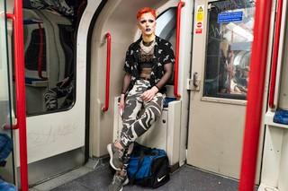 Thomas-Dhanens-Blush-Sink-the-Pink-londen-subway