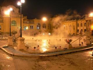 1538989542423-Szechenyi_baths_by_night_2