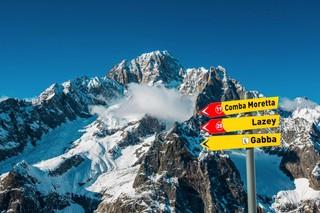 1538997522912-Skiing-in-Canada