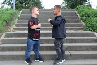 Wopke en Bonky, twee kleine mensen die aan vechtsport doen
