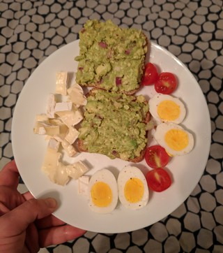 Guacamole cu ouă de țară