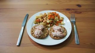 comida fit pavo en lata y ensalada
