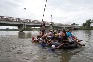 1540134941222-suchiate-river-crossing