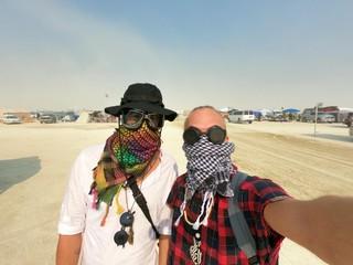 to mænd i ørkenen til Burning Man