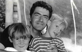 Julien, z'n vader en z'n broertje