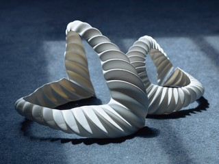 Prototype van de kieuw. Design: Jun Kamei. Fotografie: Mikito Tateisi. Model: Jessica Wang