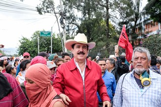 Manuel Zelaya surrounded by his supporters at a protest.