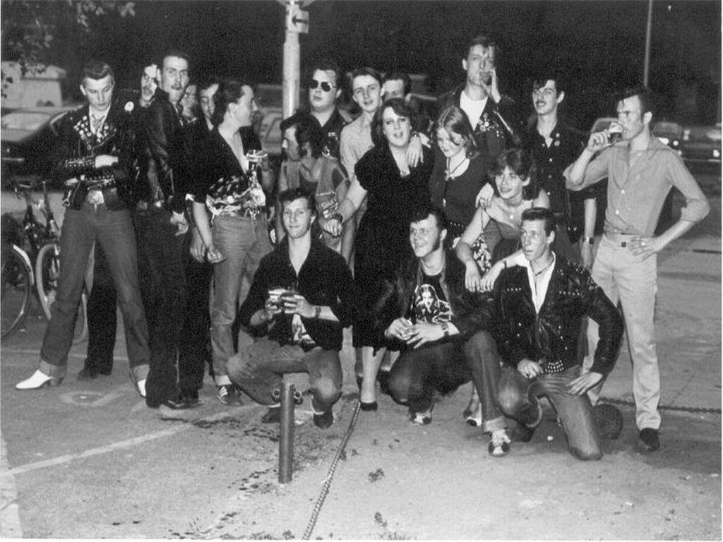 een groepsfoto van de rocking rebels