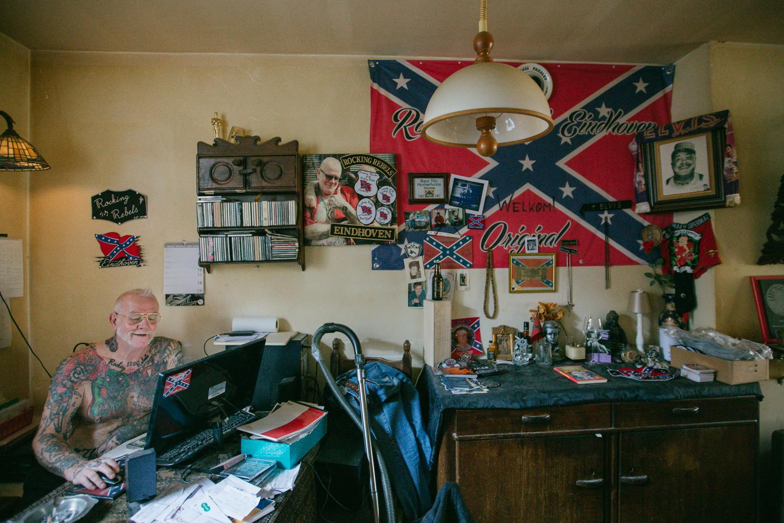 Rooie Frans in zijn woonkamer