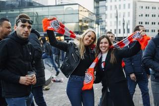 1540816875240-Vrouwelijke-Ajax-Supporters-26