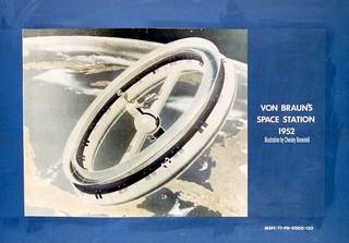 1540985964523-800px-Von_Braun_1952_Space_Station_Concept_9132079_original