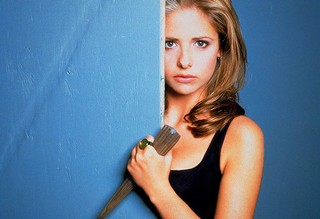 1541000027037-BuffyTheVampireSlayer_6647600-BUFFY_V392939166_RI_SX940_