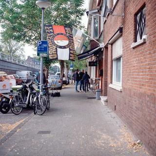 De straat.