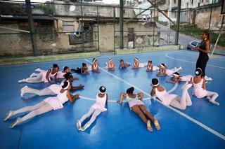 1541075516306-ballerinas