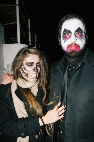 bezoekers van X3's Halloween feestje